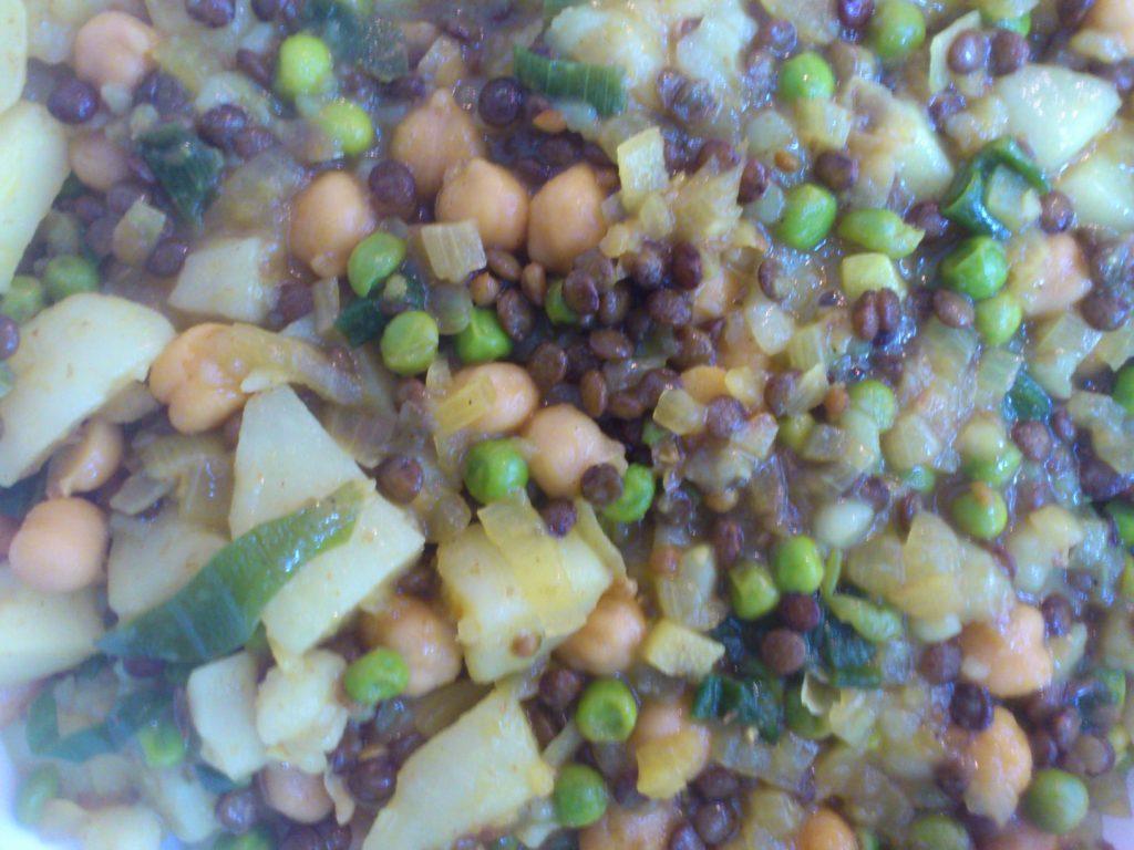 huepfkuh kocht - Kartoffel-Curry mit Erbsen, Linsen und Cashew