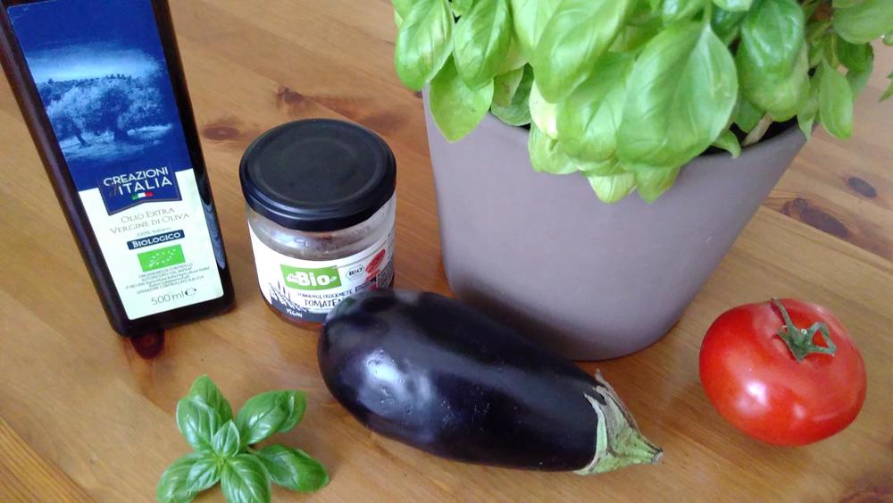 Aubergine, Tomate, Basilikum