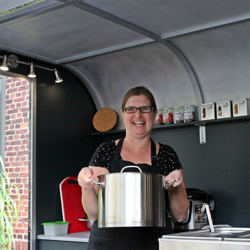huepfkuh kocht im Food Trailer